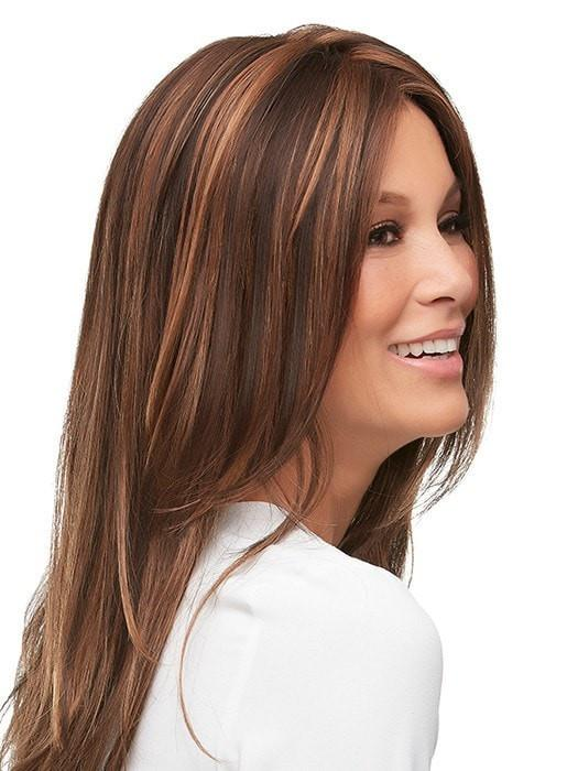 Natural looking style with softly feathered ends | Color: FS6/30/27-Toffee Truffle
