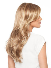 Cascading layers are softly curled to add loose waves | Color: 14/26S10