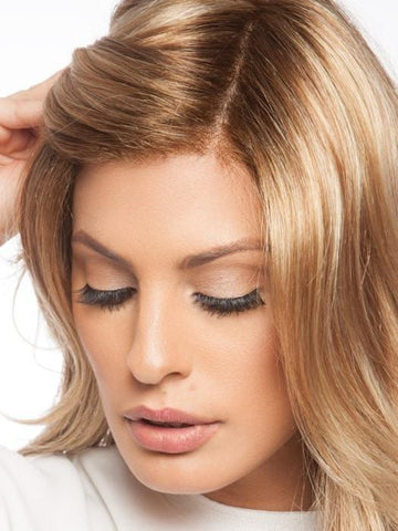 The SmartLace front and Monofilament top complete this natural look | Color: 14/26S10