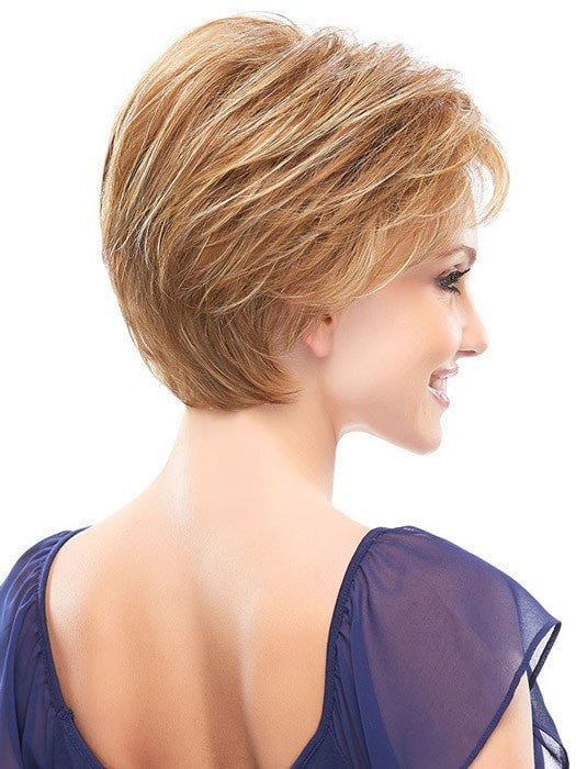 Layers taper from the crown to the nape for  a flawless finish | Color: FS26/31