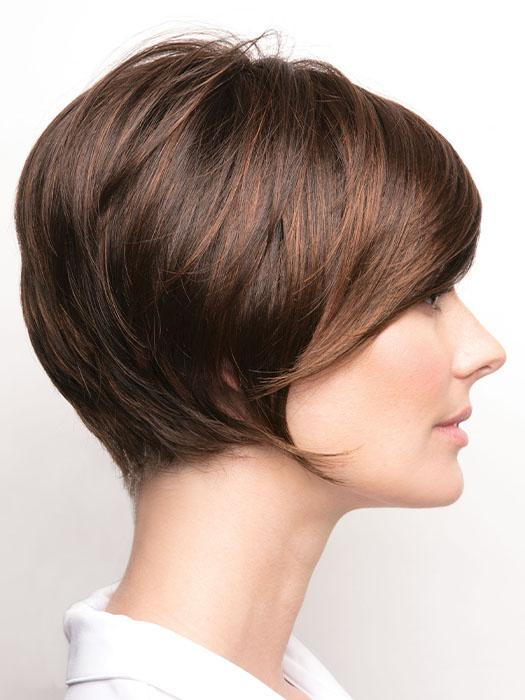 A timeless and effortless short bob featuring a soft and light net cap