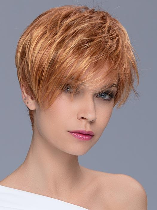 This classic short style has  slightly longer and  feathered layers on top