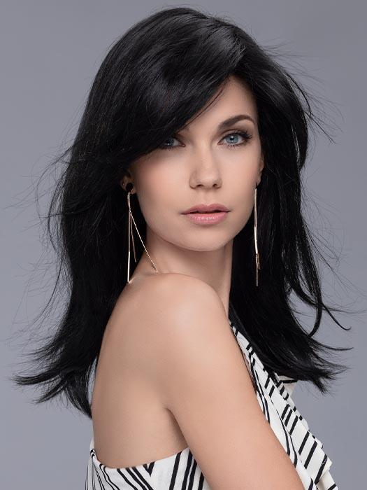 The long fringe layers can be swept to the side, opening up your face and framing your features
