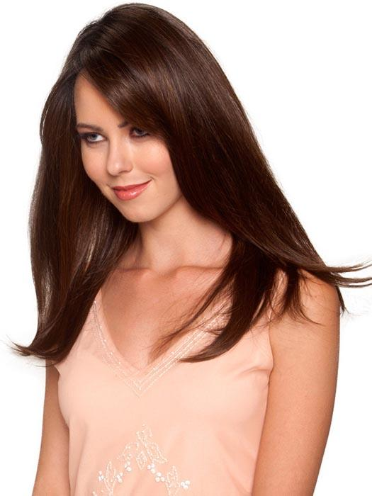 With slight grown in bangs, Tea Leaf Layer can be worn with a more modest charm or a flirtatious flair