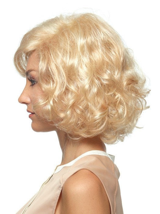 All-over curls and volume | Color: Vanilla Swirl