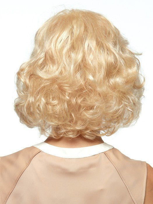 Above the shoulder length with body and curls | Color: Vanilla Swirl
