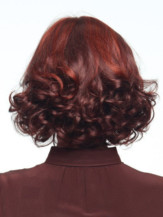 Smooth crown with tighter curls on the ends | Color: Cherry Cola