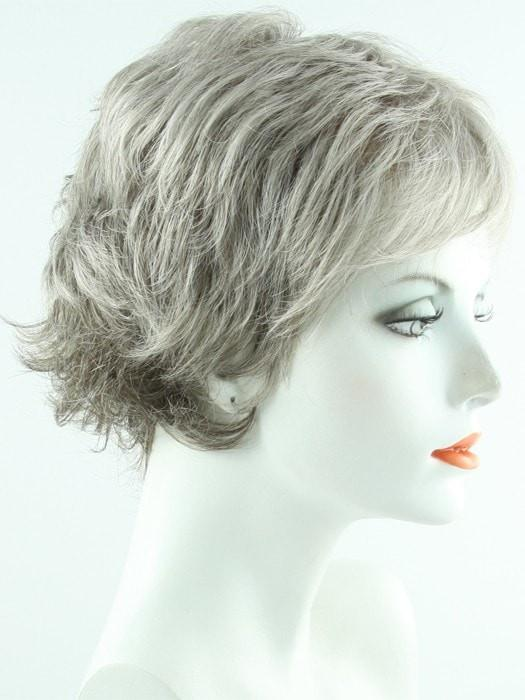 R119G GRADIENT SMOKE | Light Brown With 80% Gray in Front Gradually Blended Into 50% Gray in Nape Area