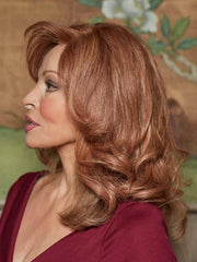 Softly tapered layers instantly adds extra length, fullness and volume | Color: R3025S+ Glazed Cinnamon