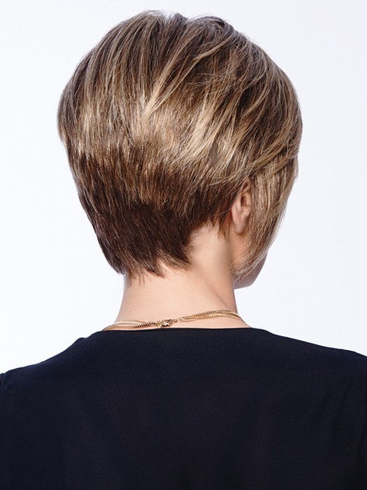 Short textured back with the flair of face-framing length for a sleek style and full-on dazzle  | Color: R11S+ Glazed Mocha- medium brown with golden blonde highlights on top