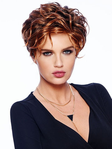 Softly sculpted curls | Color: SS3028 Spice
