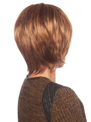 Tapered layers in the back and a longer nape | Color: R3025S+
