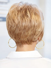 Tapered neckline with lift and volume at the crown | Color: R14/25