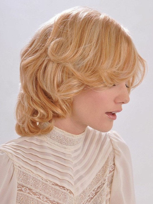 Layered cut with a shorter fringe | Color: 27/613