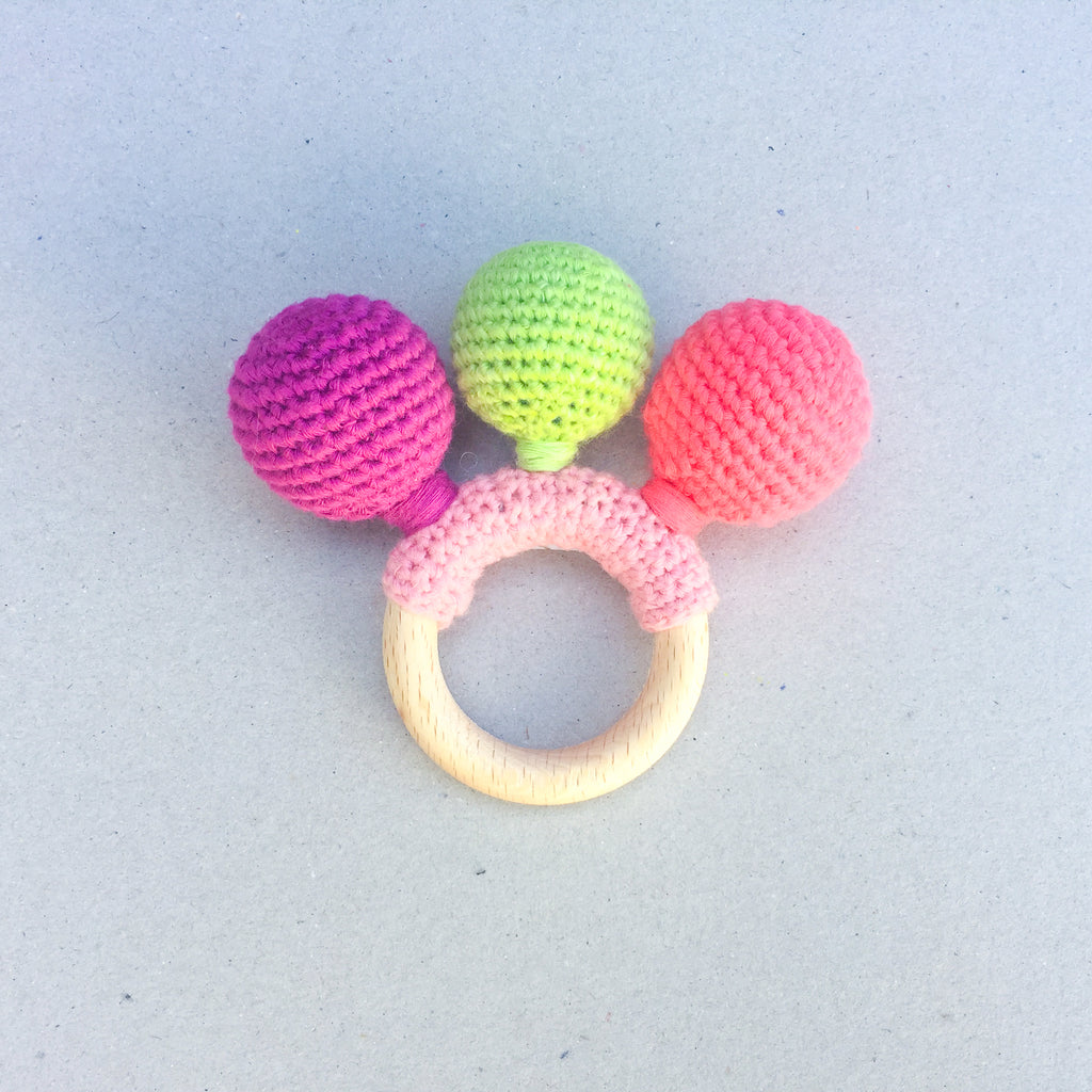 Baby Rattle in Crochet and Wood - babyragsnstuff