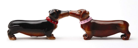 Pacific Trading | Kissing Dachshunds Salt & Pepper Shakers Set