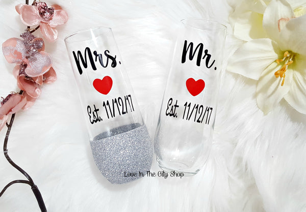 Bride and Groom Stemless Champagne Flutes - love-in-the-city-shop