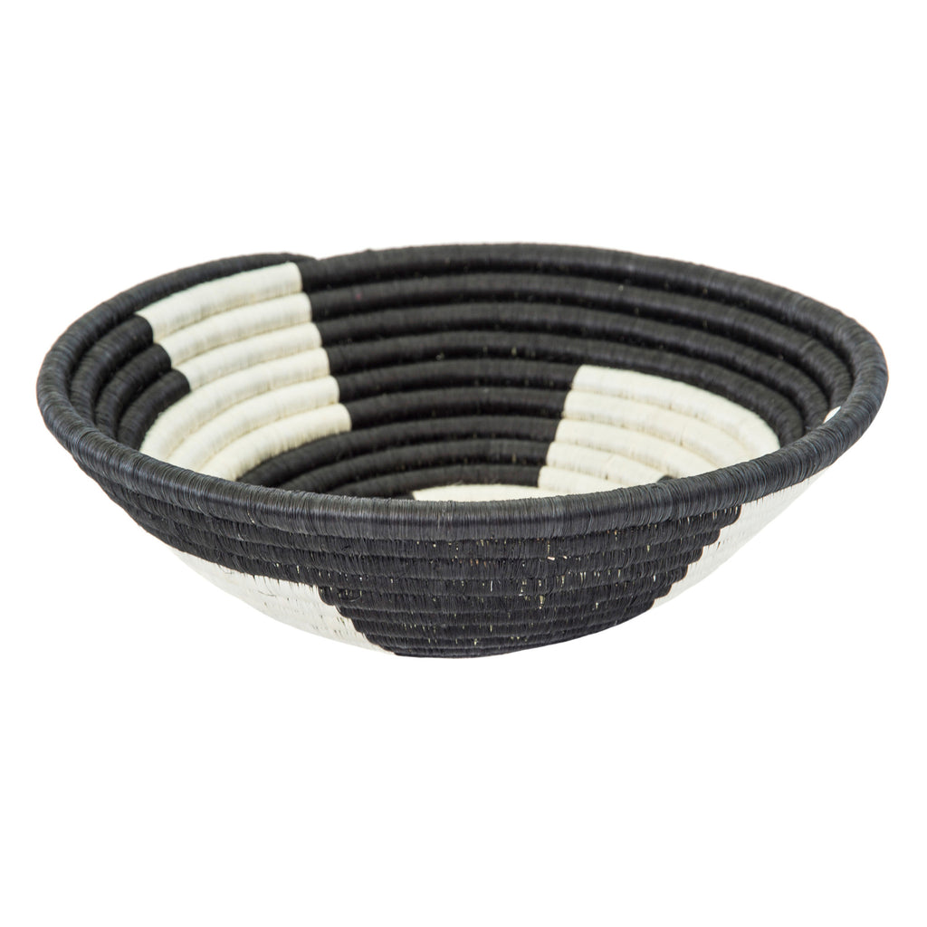 Basket black & white thick geometric plateau