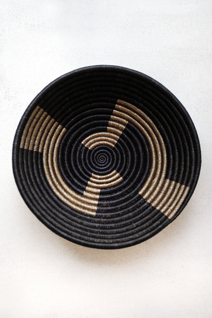 Basket geometric gold plateau basket