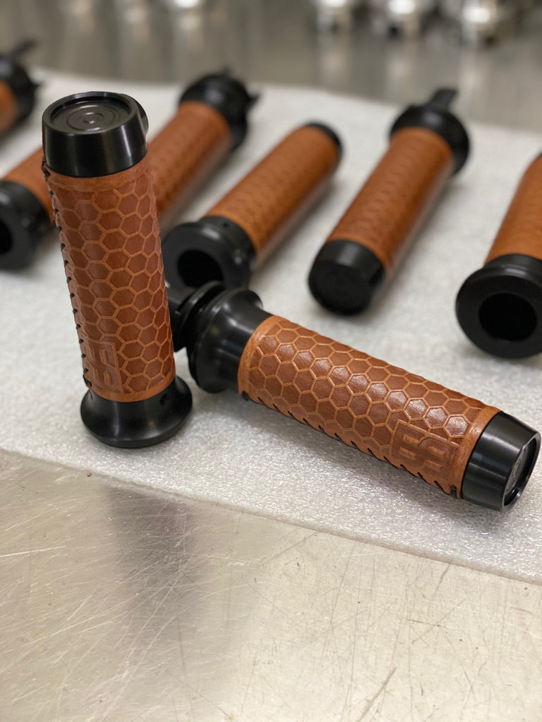 Leather Moto Grips - Indian Chieftan - Black Aluminum/Tan Honeycomb