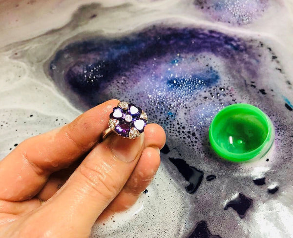CLOVE and GINGER Ring Bath Bomb by Soapie Shoppe