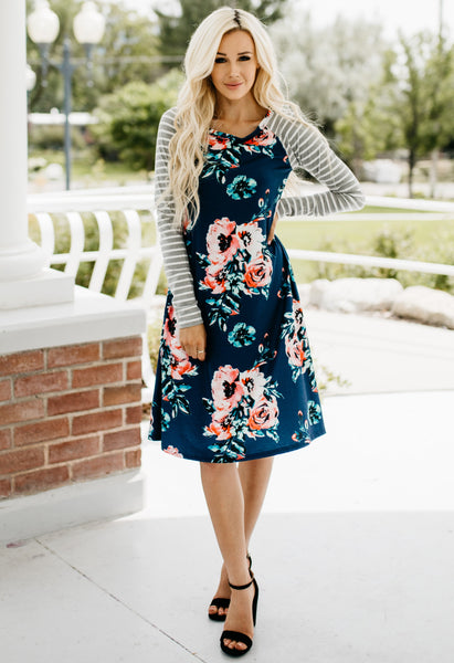 Pretty In Flowers Midi Dress - Blue