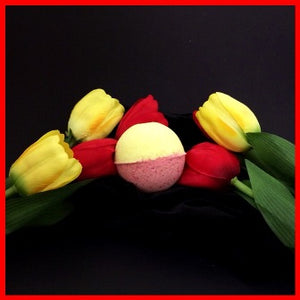 FIELD OF TULIPS SHOWER STEAMERS & BATH BOMBS FOR WOMEN