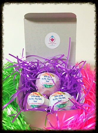 WOMEN'S BATH BOMB GIFT SET, 3 BATH BOMBS, 3 NECKLACES