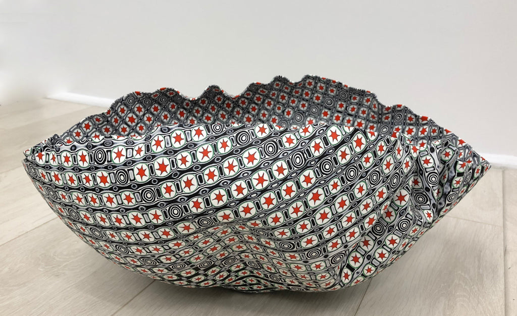 Red stars, clamshell bowl