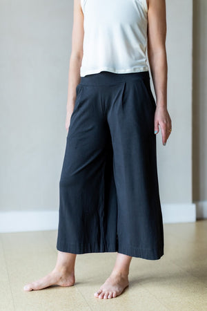 "Kamala Cropped Pants 26"" - Black"