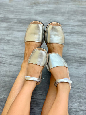 Girls Metallic Silver Ankle Strap Avarca