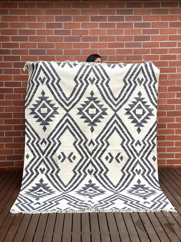 Ishya Handwoven Indian Kilim Rug