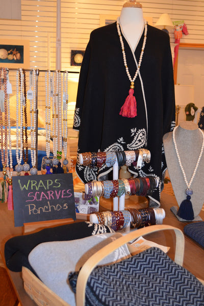 For the ladies ... Wraps, Jewelry, Tote bags