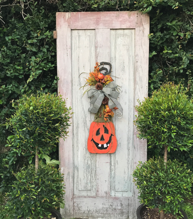 Wood Jack-O-Lantern Wreath