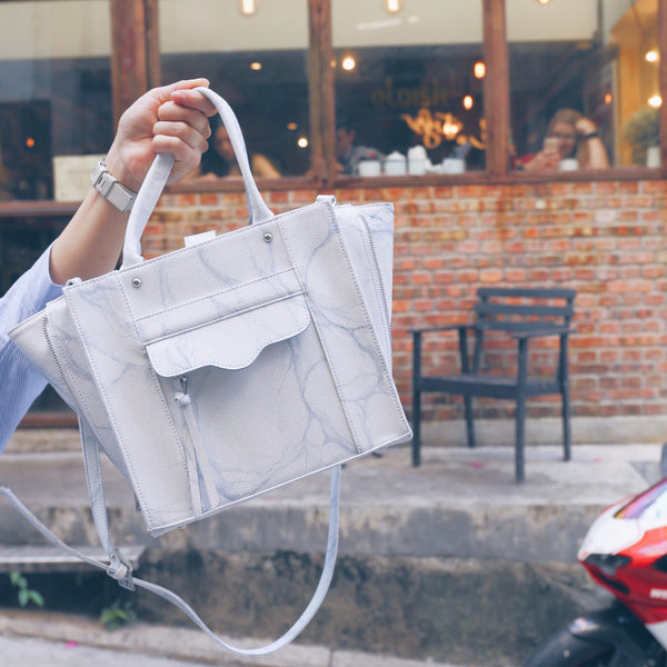 NATURAL MARBLE TOTE BAG - WHITE-GREY - Blue Edges Co. | Shop the Minimalist Fashion Online