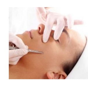 Dermaplaning (process and benefits)