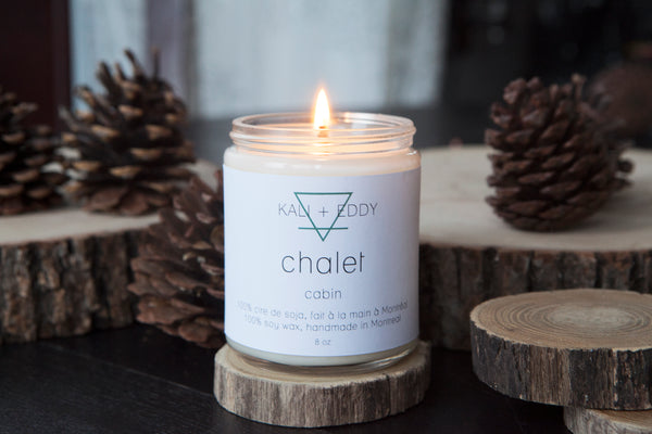 Chalet, chandelle 100% cire de soja. Cabin, 100% soy candle.