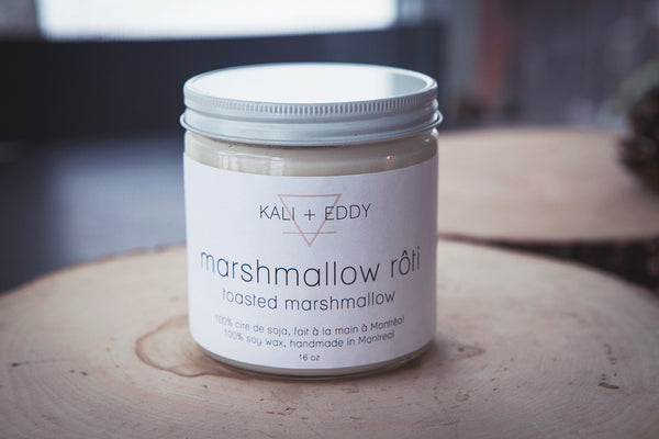 Marshmallow rôti, chandelle deux mèches 100% cire de soja. Roasted marshmallow, 2 wicks 100% soy candle.