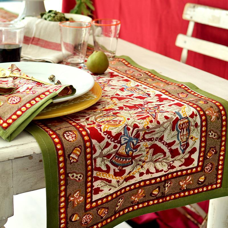 French linen table runner for Christmas : christmas table linen set - pezcame.com