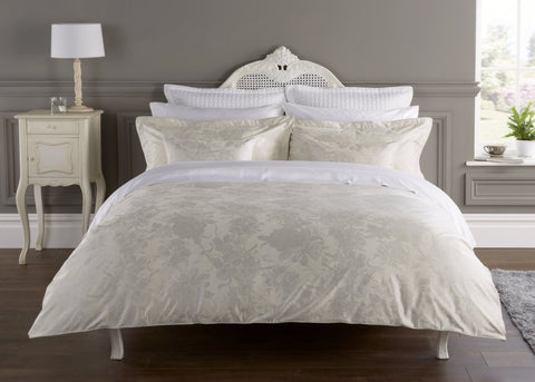 "Christy"" Belford"" Bedlinen - colour Silver"