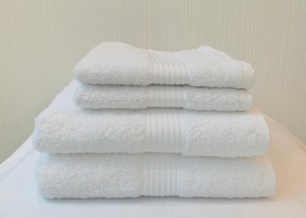"Dickies ""Deluxe"" Bath Towels in White Colour"