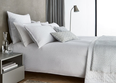 "Peacock Blue Hotel ""Aura"" Bed Linen - White Colour"
