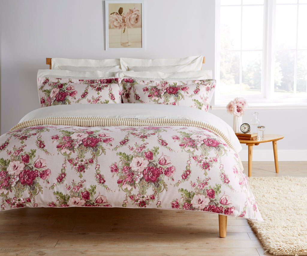 "Christy "" Tapestry"" Bedlinen - colour Mulberry"