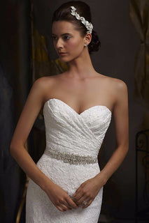 Elegant Ivory Sweetheart Wedding Dress