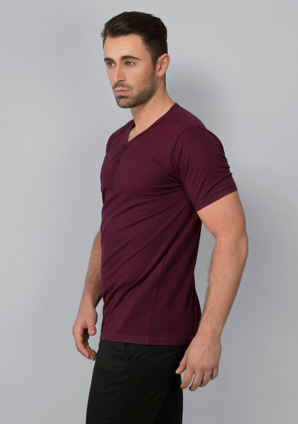 Henley T-shirt in Vampire Wine