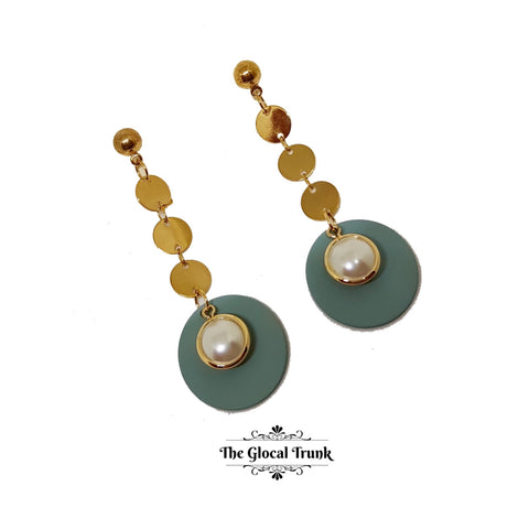 https://www.theglocaltrunk.com/products/pearl-gold-and-teal-dangler-disc-earrings