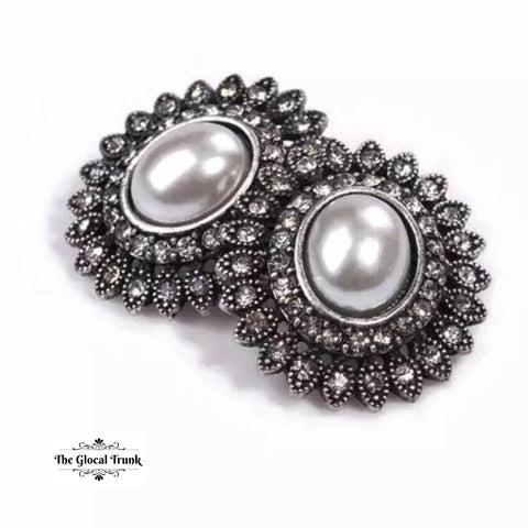 https://www.theglocaltrunk.com/products/vintage-pearl-and-micro-stone-stud-earrings-antique