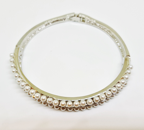 ALEXA VINTAGE PEARL AND CRYSTAL TOGGLE BRACELET
