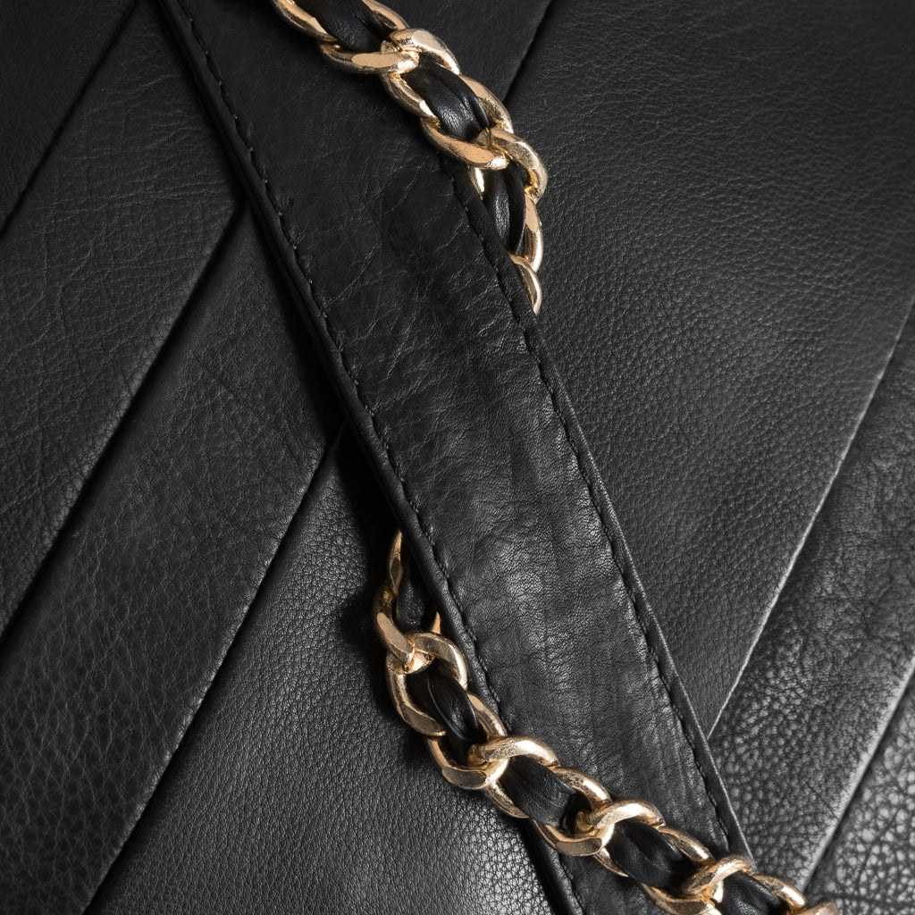 DEPECHE Medium bag with metal chain strap Medium bag 099 Black (Nero)