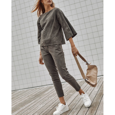 Sporty leather baggy pants / 50244